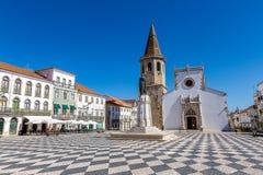 Португальская католическая церковь под красивым голубым небом стоковая фотография rf