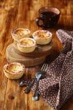 Португальские пироги заварного крема (Pastéis de Nata) стоковая фотография