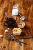 Португальские пироги заварного крема (Pastéis de Nata) стоковые фото