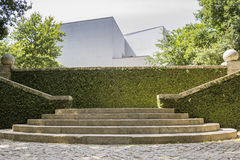 ПОРТУ, ПОРТУГАЛИЯ - 5-ОЕ ИЮЛЯ 2015: Serralves садовничает, зеленый парк в Порту Стоковые Изображения