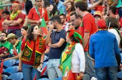 ПОРТУ, PORTUGLAL - 9-ое июня 2019: Португальские вентиляторы и зрители в стойках поддерживают команду во время лиги наций UEFA стоковая фотография