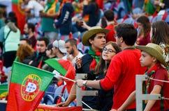 ПОРТУ, PORTUGLAL - 9-ое июня 2019: Португальские вентиляторы и зрители в стойках поддерживают команду во время лиги наций UEFA стоковые изображения rf