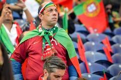 ПОРТУ, PORTUGLAL - 9-ое июня 2019: Португальские вентиляторы и зрители в стойках поддерживают команду во время лиги наций UEFA стоковая фотография rf