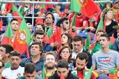 ПОРТУ, PORTUGLAL - 9-ое июня 2019: Португальские вентиляторы и зрители в стойках поддерживают команду во время лиги наций UEFA стоковое изображение rf