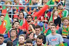ПОРТУ, PORTUGLAL - 9-ое июня 2019: Португальские вентиляторы и зрители в стойках поддерживают команду во время лиги наций UEFA стоковые фотографии rf