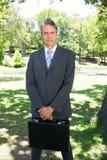 Портфель нося бизнесмена Стоковая Фотография RF