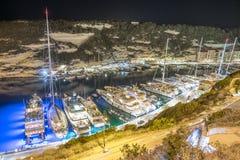 Порт в Bonifacio в Corse вполне роскошных яхт стоковое фото rf