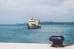 порт Генуи, старой покинутой шлюпки для водного транспорта, Стоковое Изображение RF