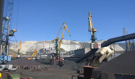 Порт груза промышленный, краны порта Загрузка антрацита TRANS. Стоковая Фотография
