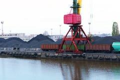 Порт, загрузка, краны, уголь, фура, стержень груза стоковые фотографии rf