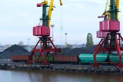 Порт, загрузка, краны, уголь, фура, стержень груза стоковая фотография