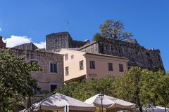 Порт и новая крепость Корфу в главном городе приветствуют вкладыши круиза Стоковая Фотография