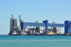 Порт и транспортер лесов в океане Стоковые Фото