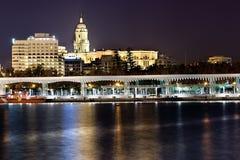 Порт Малага в ноче. Uno Muelle. Стоковая Фотография RF