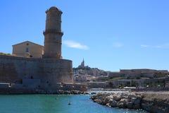 Порт марселя старый и St Джин форта стоковое изображение