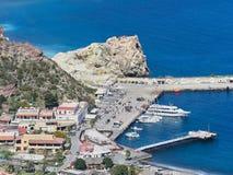 Порт острова Vulcano в Эоловых островах, Сицилии, Италии стоковое фото rf
