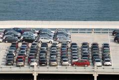 порт припаркованный автомобилями стоковое фото