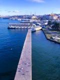 Порт формы вида на море с пароходы и город Стамбул стоковое изображение rf