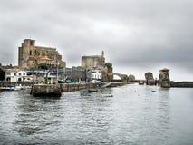 Порт Castro Urdiales, северной Испании стоковая фотография