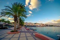 Порт pictursque Sitia, Крита, Греции на заходе солнца Sitia традиционный городок на восточном Крите около пляжа пальм, Стоковая Фотография RF