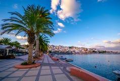 Порт pictursque Sitia, Крита, Греции на заходе солнца Sitia традиционный городок на восточном Крите около пляжа пальм, Стоковая Фотография