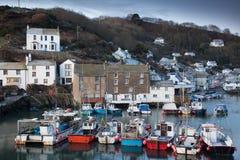 порт polperro рыболовства cornwall Англии стоковое фото rf