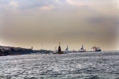 Порт Uskudar Стамбул Haydarpasa башни девушки Стоковые Изображения RF