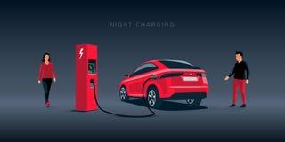 Поручать ночи Suv электрического автомобиля непиковый на станции заряжателя Стоковое Изображение RF