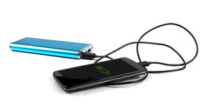 Поручая мобильный телефон с портативным банком силы Стоковые Изображения