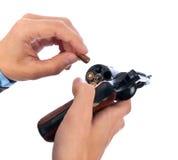 поручая пистолет человека Стоковое Изображение RF