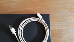 Поручая шнур и компьтер-книжка Стоковое фото RF