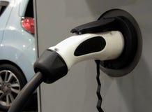Поручите переходник для срочных поручая батарей в электротранспортах стоковое фото rf