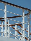 Поручни лестницы палубы туристического судна стоковые изображения rf