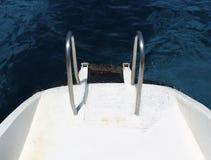 Поручни на шлюпке/катамаране в Ayia Napa, Кипре стоковое изображение rf