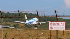 Посадка аэробуса A320 в аэропорте Пхукета акции видеоматериалы