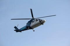 посадка вертолета регулярного пассажира пригородных поездов Стоковое фото RF