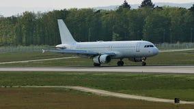 Посадка двигателя в авиапорте Франкфурта, FRA, Германии видеоматериал