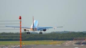 Посадка самолета в Дюссельдорфе акции видеоматериалы