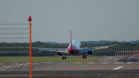 Посадка самолета в Дюссельдорф сток-видео