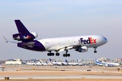 Посадка самолета Federal Express в Чикаго Стоковое Изображение