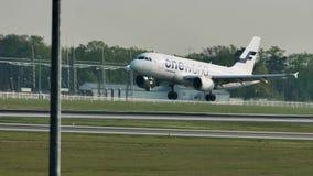Посадка самолета Finnair Oneworld в авиапорте Франкфурта, FRA