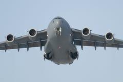 Посадка транспортного самолета Стоковое Фото