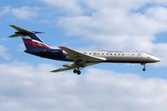 Посадка Туполева Tu-134 Аэрофлота на международном аэропорте Sheremetyevo Стоковые Изображения