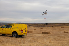 Посадка вертолета пожарного защиты гражданского населения Spainsh BELL-212 Стоковая Фотография RF