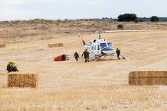 Посадка вертолета пожарного защиты гражданского населения Spainsh BELL-212 Стоковые Фото