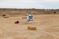 Посадка вертолета пожарного защиты гражданского населения Spainsh BELL-212 Стоковые Изображения RF