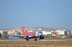Посадка Йоркшира Jet2 на авиапорте Аликанте Стоковая Фотография