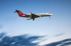 Посадка реактивного самолета авиации общего назначения Стоковые Фото