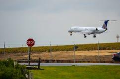 Посадка самолета (авиалинии Tran воздуха) Стоковая Фотография