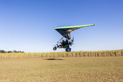 Посадка самолета летания Microlight Стоковое фото RF